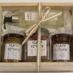 klassy-kitchen-mustard-olives-chillie-paste-chef-wash-gift-set-in-a-gift-box